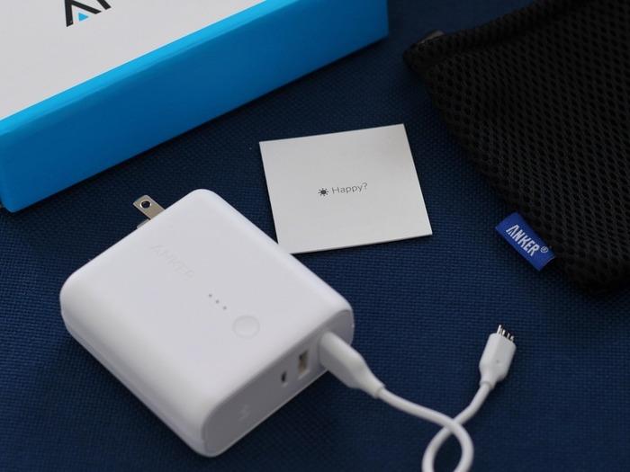 USB充電器とモバイルバッテリーがひとつになっているので、ホテルではUSB充電器として使い、外出した際はモバイルバッテリーとして活躍します!