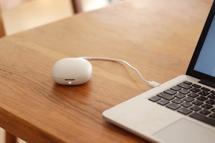 手のひらサイズの可愛い「無印良品」のポータブルアロマディフューザー。USB式になっているので、パソコンや携帯の充電器でも充電が可能な優れものです。