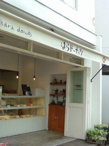 《元競馬場》バス停から1分ほど。神戸発祥、原料に豆乳とおからを使用した安心のドーナツとして今やおなじみですね。