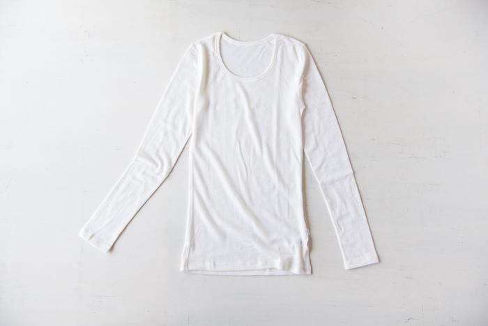 こちらもウールのアンダーシャツです。下に一枚着るだけで、暖かさの違いを感じられます。「ヨハ」のアイテムはノースリーブやスパッツなど定番をシリーズで展開しているので、寒がりさんはチェックしてみて。