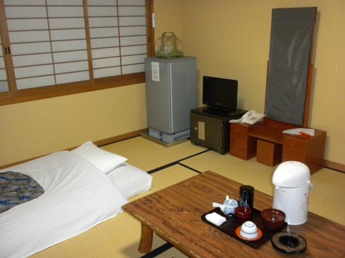 客室は12部屋あり、全て和室でバス・トイレは共用となっています。宿泊者限定で、通常非公開である仁和寺の国宝金堂にて朝のおつとめに参加できる特典もあり、観光だけではできない貴重な経験をさせてもらえますよ◎