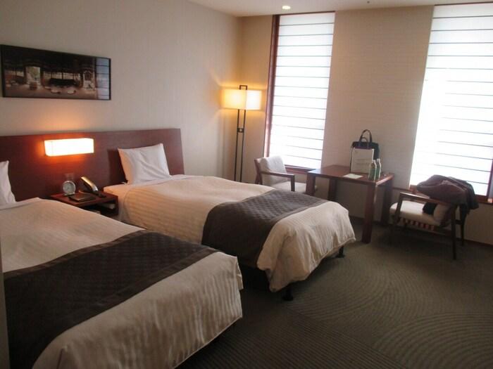 50部屋ある客室は全てバス・トイレがついており、和室・洋室・和洋室タイプと分かれています。天然素材の家具や高級羽毛布団などインテリアにこだわっている、ホテルのような設備がうれしいですね。大浴場もあるためゆっくり全身を伸ばしてくつろぎたい方にはおすすめです♪