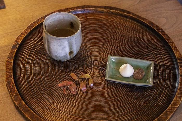 ほうじ茶の香ばしい香りと、おしゃれで素敵な空間に包まれれば、毎日の疲れも吹き飛びそう!最近疲れているな…と感じたら、ぜひ今回ご紹介したカフェに足を運んでゆっくりくつろいでみてください。