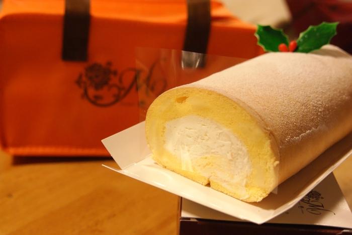 全国的にも有名な、「Moncher(モンシェール)」の堂島ロール。北海道産の生乳を使用し、フワフワもちもち食感の優しいスポンジ生地で、生クリームを包んだロールケーキです。空港内の関西旅日記でお買い求めいただけますよ。お土産にも自分用にもいかがですか?