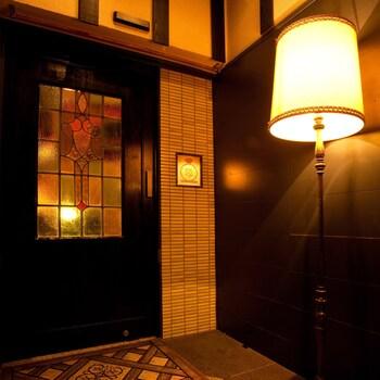 まずはじめにご紹介させて頂くスポット「OLIVE 渋谷店」は、渋谷のタワレコのすぐそばにあるイタリアンレストランです♪ 喫茶店風のレトロな雰囲気の入り口が目印となっています*
