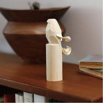 「ぽっぽ」はアイヌ語で玩具を意味し、山形の米沢で誕生した民芸品の「お鷹ぽっぽ」は、縁起ものとして長い間、親しまれてきました。