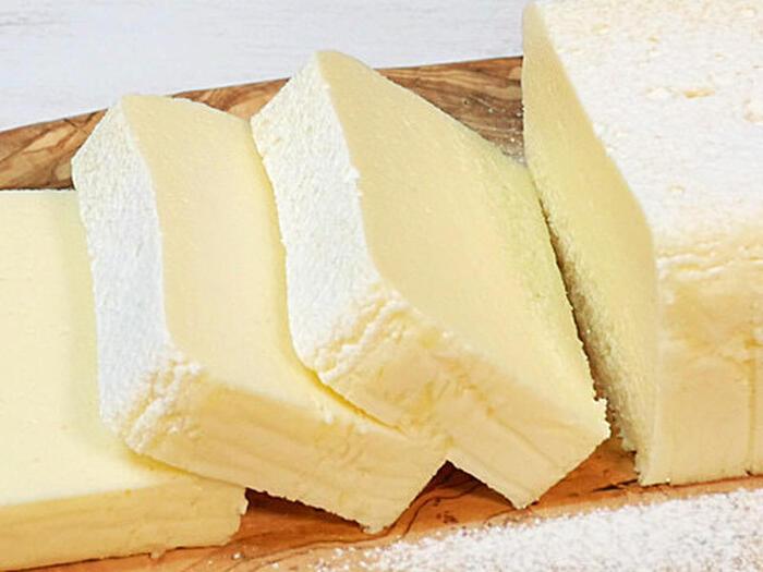 オーブンがなくてもチーズテリーヌは作れるんです!フライパンでゆっくり湯せんしながら作るレシピです。弱火にするのと、お湯がなくなってしまわないか気をつけて作るのがポイントです。