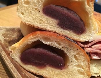 イタリア仕込みもオーナーブーランジェですが、ラインナップには『あんパン』も。しっとりしたこしあんが美味。