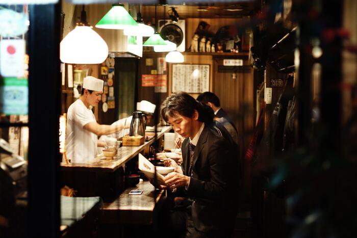 冬の寒さの中に身をおくと、自然と体に力が入り、疲れが知らず知らず溜まっていたりしますよね。そんな時は胃腸に優しい温かいそばやうどんが妙に恋しい。全国各地の美味しいお店が集まる東京で、中でも名店を訪れてみませんか。