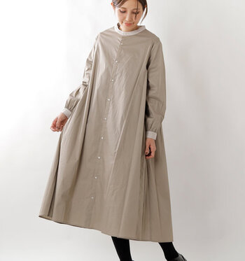 着るだけで女性らしい雰囲気になるAラインワンピース。シルエットがきれいなので、きちんと整えられた着こなしができ、手抜き感が出ないのが魅力です。