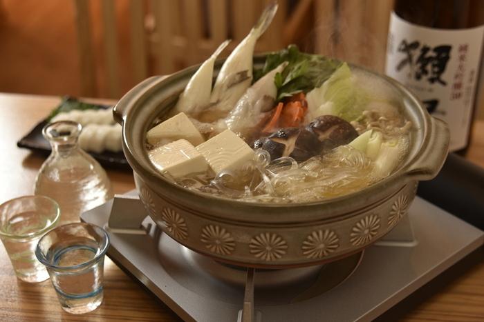 夜に訪れれば、蕎麦以外の山口郷土料理も楽しめます。今の時期ならふぐ鍋も最高!贅沢に瓦そばと共にいただきましょう。