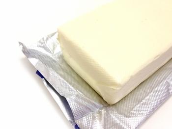 「クリームチーズ」にマスカルポーネを合わせたり、「クリームチーズ」にサワークリームを合わせたり。また、コクを出すために生クリームを使ったりと、配合も様々です。  基本さえ押さえれば、ブルーベリーやバナナなどを混ぜ込んだりと、好みのフルーツでアレンジしてもおいしく出来上がりますよ。