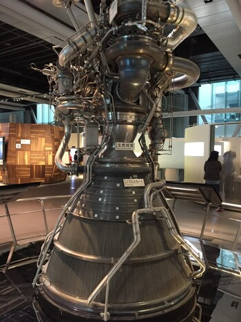 宇宙について学べる展示も多く、小惑星探査機「はやぶさ」で実際に使われた燃焼機関など貴重な展示もたくさん見ることができます。
