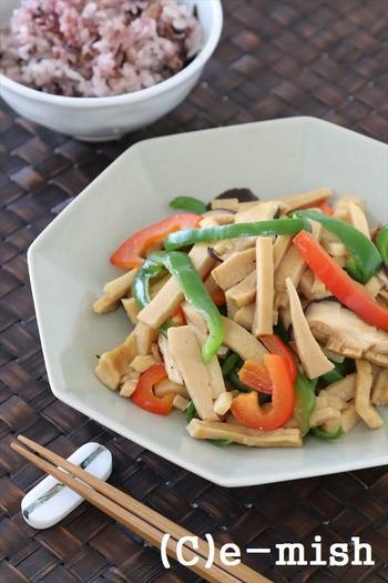 牛肉を高野豆腐に置き換えた、節約にもなるお助けレシピです。お肉に負けない美味しさですよ!色々な味や食感の具材が入っていて、最後まで飽きずに食べられると思います。
