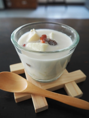 食後のデザートにぴったりの一品です。ココナッツミルクの優しい甘みと、蕎麦の実の食感が味わえます。高野豆腐の新しい楽しみ方ですね!