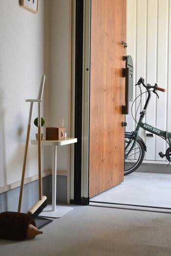 おうちに入るとき一番最初に通る場所であり、最も印象に残りやすい「玄関」。置くものにもこだわって、スタイリッシュで素敵な「おうちの顔」を目指しませんか?