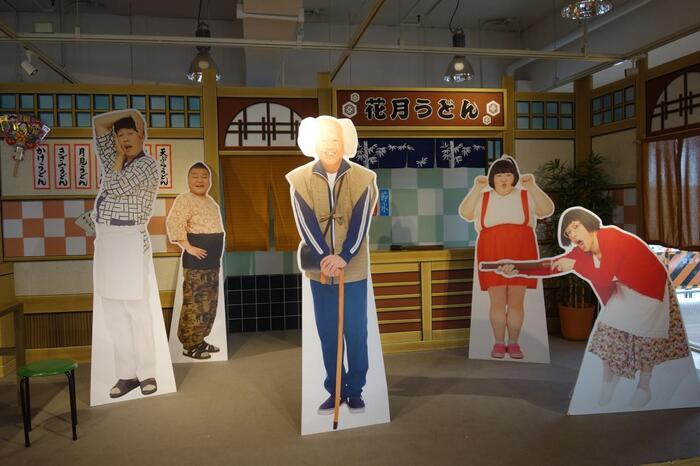 大阪の魅力の一つ、「よしもと新喜劇」。そんな、よしもと新喜劇で活躍するお笑い芸人のキャラクターグッツやお土産物を買うことのできる、楽しいスポット。まるで劇場を訪れたかのような、特別感が漂うおすすめスポット。お子様と一緒に行っても楽しいですよ。