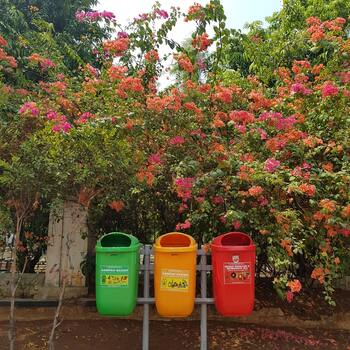 増やさない=Reduce(リデュース)、繰り返し使う=Reuse(リユース)、資源を有効に利用していく=Recycle(リサイクル)。この3つの中でも優先すべきなのがリデュースだと言われています。まずは、これ以上ゴミを増やさないこと。買い方や利用法、メンテナンスや捨て方など、見直してみてください。