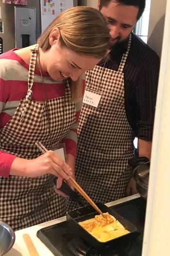 旅行の時に、クッキング体験を利用するものいいですが、日本でクッキング体験を自分で主催してみるのはいかがでしょう。卵焼きやお味噌汁など、日本の家庭料理の体験ももちろんOK!料理が好きな人なら誰でもホストになれますよ。
