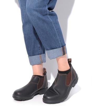 サイドゴアなので脱ぎ履きしやすく、雨の日でも履けるウォータープルーフレザーを使っていて、機能性に優れたブーツです。