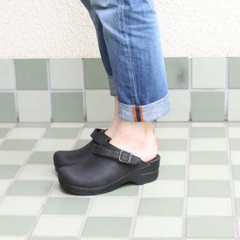 足の幅が広い、甲が高い、外反母趾や魚の目がある。そういった悩みを持っている方はとても多いです。そんな方でも履ける、足の悩みに寄り添ったシューズがいろんなブランドから出ています。