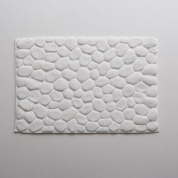 フワッと柔らかな感触がたまらないバスマット「OTTAIPNU」は、小石のようなコロコロとしたデザインがとってもキュートなバスマットです♪このコロコロとした小石のようなデザインが足裏にしっかりフィットして、サッと足裏の水分を吸収してくれるのもポイント◎