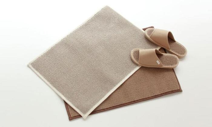 表面はパイル地で足裏にも優しくフィットし、さらに天然素材ということで肌にも優しい素材を使用しています*裏地には、滑り止め加工もされていますので、お子様のいるご家庭でも安心して使用することができますね♪
