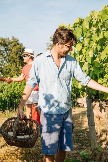 イタリアのトスカーナ地方の農場でのクッキング体験では、料理に使う野菜やハーブの収穫も行うことができます。秋には白トリュフの収穫を行うことも!広々とした農場でゆったりとした時を過ごせますよ。