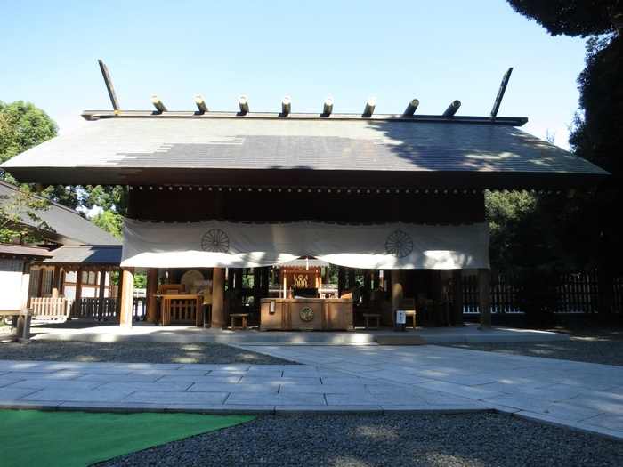 2009年に平成の大改修が行われ、御殿や神門、祈祷殿などが新しくなりました。凛と澄んだ空気に包まれていると、身が引き締まりますね。江戸時代から庶民に親しまれていて、いつも多くの方がお詣りに訪れています。