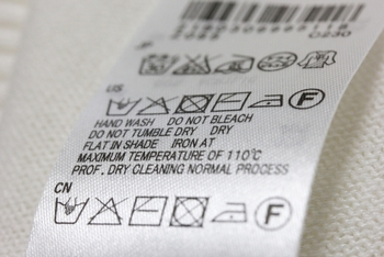 洗濯機使用のできない表示のものは、洗ってしまうと生地が縮んだり破けてしまう可能性があります。洗濯前に必ずチェックをしましょう。