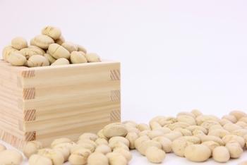 豆まきの福豆が余ってしまうことはありませんか?炒った豆の味が好みじゃないという人もいるかもしれませんね。そんな時はちょっとアレンジしておいしく食べられるようにしてみましょう!