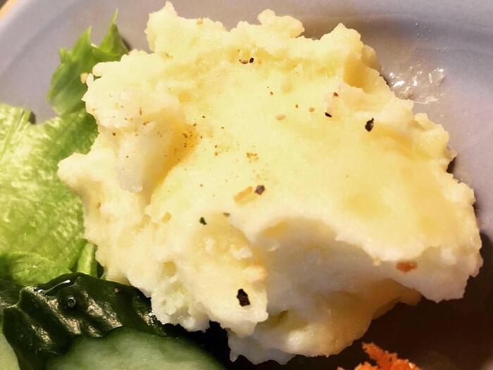 じゃがいもはそのままでは冷凍保存に向かないので、冷凍したいときはゆでてから滑らかになるまでつぶし、マッシュポテトにするのがオススメ。ポテトサラダやスープ、コロッケの具などに。
