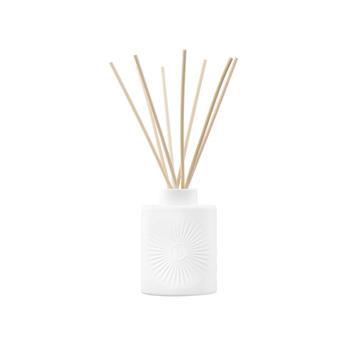 また、インテリアにもなるデザイン性の高さも人気のポイントであり、シンプルなものから柄物まで様々あります*落ち着いた香りのものが多いので、贈り物としても非常に喜ばれるおすすめのルームフレグランスですよ♡