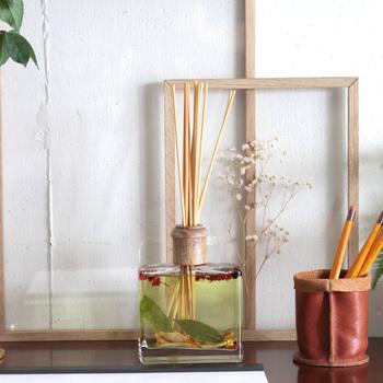ボタニカルなブランドで知られる「ロージーリングス」、このロージーリングスの生み出すルームフレグランスは、乙女心を擽ぐる見た目と自然派のボタニカルな香りが特徴のフレグランスです♡