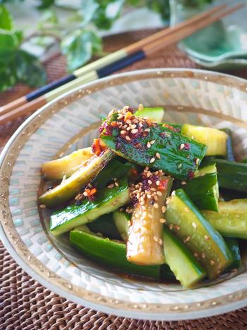 ポリ袋に入れて揉むだけで簡単にできます。作って10分から食べられるから、ちゃちゃっと作って箸休めやおつまみに。