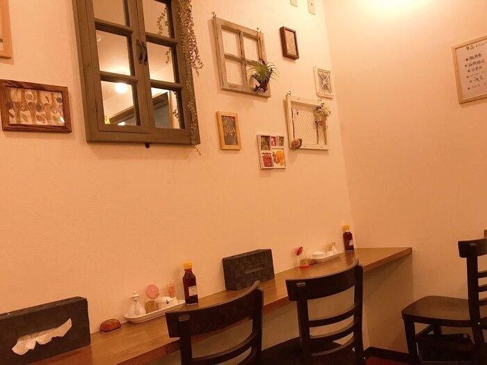 イートインスペースは2階。ナチュラルなカフェのような雰囲気で、女性のお客さんもたくさん訪れていますよ。