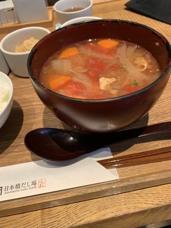 こちらは「はなれ」。トマトを使ったミネストローネ風のスープにもしっかりとかつお出汁が香ります。さつまいものポタージュなども登場し、季節によって内容が変わるそう。和テイストのスープで温まりましょう。