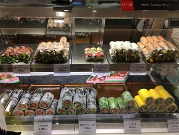 新宿伊勢丹の中にある「スシアベニューK's」は、新感覚のお寿司を提案しています。数あるデパ地下フードの中でも、フォトジェニックと人気なんですよ。