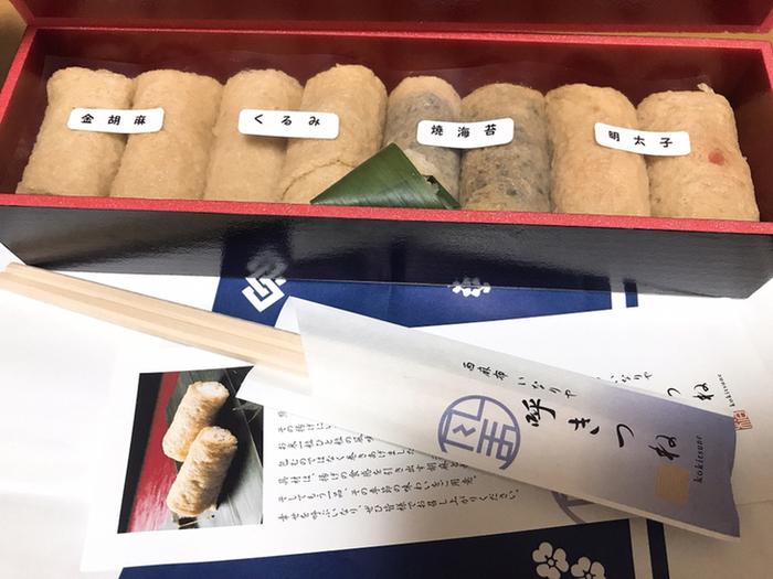 こちらのいなり寿司は、定番の金胡麻やくるみ、そのほかに明太子やレモンジュレといった季節限定の具材も人気なんですよ。いなり寿司の個数によって詰め合わせの内容が異なるので、お店で確認すると良いですね。