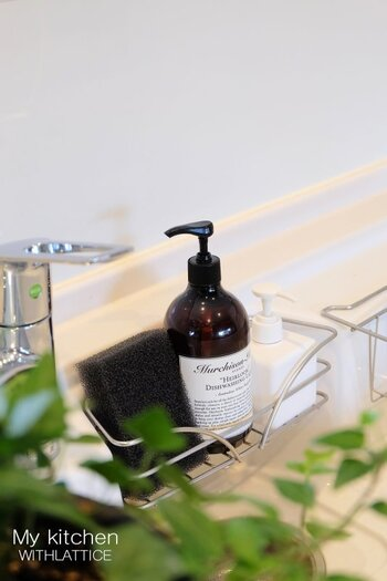 100%植物原料にこだわったマーチソンヒュームの洗剤は、ナチュラルな使い心地と爽やかな香りも特徴です。天然アロマの優雅な香りに包まれれば、キッチンに立つ時間がさらに楽しくなりそう♪おしゃれなボトルと爽やかな香りが、家事のモチベーションを高めてくれます。