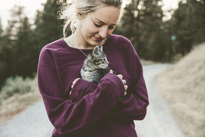 抱っこすると癒されるのは、ぬいぐるみでも同じこと。ソファやベッドなどで一緒に過ごしたくなる子を探すなら、抱っこのしやすさで選ぶのもおすすめですよ。
