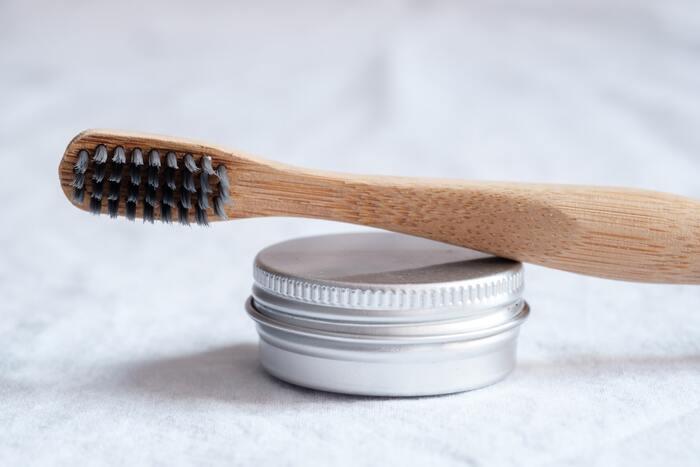 一般的に良いと言われている歯ブラシのヘッドサイズは、奥歯と同じ幅に、長さは上の前歯2本分が良いそう。しかし、口の大きさなどにより、個人差があるので、歯医者さんに相談したり、前述したサイズを参考に色々試してみるのも良いかも。
