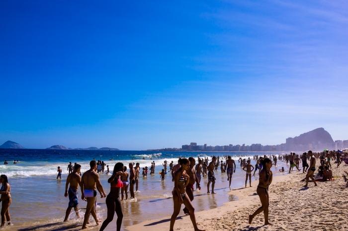陽気な人々、雄大な自然、美味しい食事など魅力満載のサンパウロに次ぐ第二の都市で、美しい南米有数のビーチリゾート。そんな活気に満ちたリオデジャネイロには毎年多くの観光者が訪れます。
