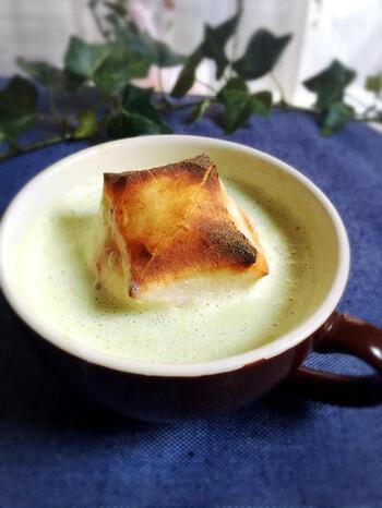 和菓子派の人は、やはりマグカップで作るお汁粉はいかが?お汁粉とはいってもきな粉牛乳のきな粉汁粉なので、レンチンだけでかなりお手軽です。優しい甘さでほっこり温まりますよ。