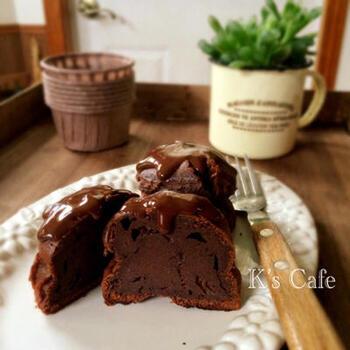 もう少し本格的な味を楽しみたいなら、こちらのチョコチーズケーキを試してみませんか?クリームチーズとチョコを使うので、より濃厚な味を楽しめますよ。