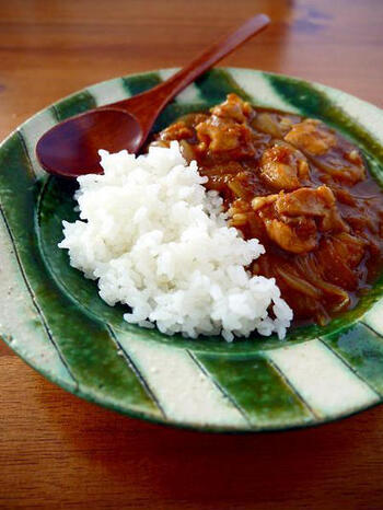 ご飯とカレーを同時に炊飯器で作ってしまう、おひとりさま用時短レシピ。もちろん普通の炊飯器でOK!これなら一食分作れて、炊飯器任せなので楽々ですよ。