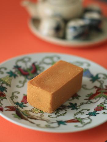 こちらの「パイナップルケーキ」は、完熟パイナップルを使ったジャムとフランスエシレ産の発酵バターや卵などで作った自然な甘さが絶品です。