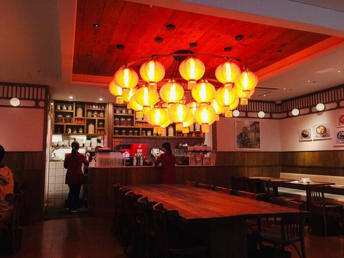 店内の照明や雰囲気も本場そのもの。まるで台湾の食堂にいるような活気も感じられますよ。