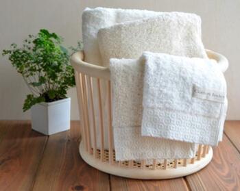 """日本のいいものの定番""""今治タオル""""。その今治の地で1934年からタオルを作っている「kontex(コンテックス)」の「ピュアオーガニック」のバスタオル4,950円(税込)。"""