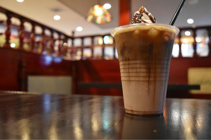 コーヒーなどのドリンクも揃ってます。こちらは、アイスカフェモカ。食後の一杯やパンケーキと一緒にどうぞ。